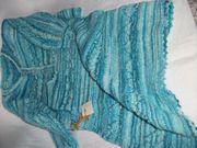 Gestrickte Jacke und Kleid türkis-meliert