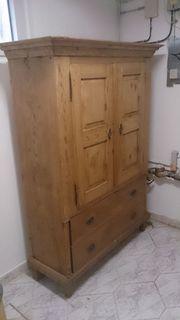 Schrank antik Massivholz Natzrholz mit