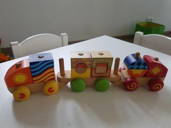 Schöner Zug aus Holz von