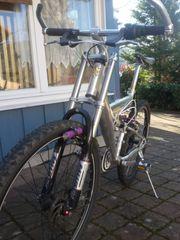 Ein Mountainbike Marke Eigenbau
