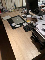 moderner Schreibtisch mit 2 Containern