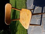 8 alte stabile Stühle zu