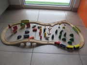 Holzeisenbahn mit viel Zubehör