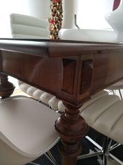 Antiquitäten-Tisch