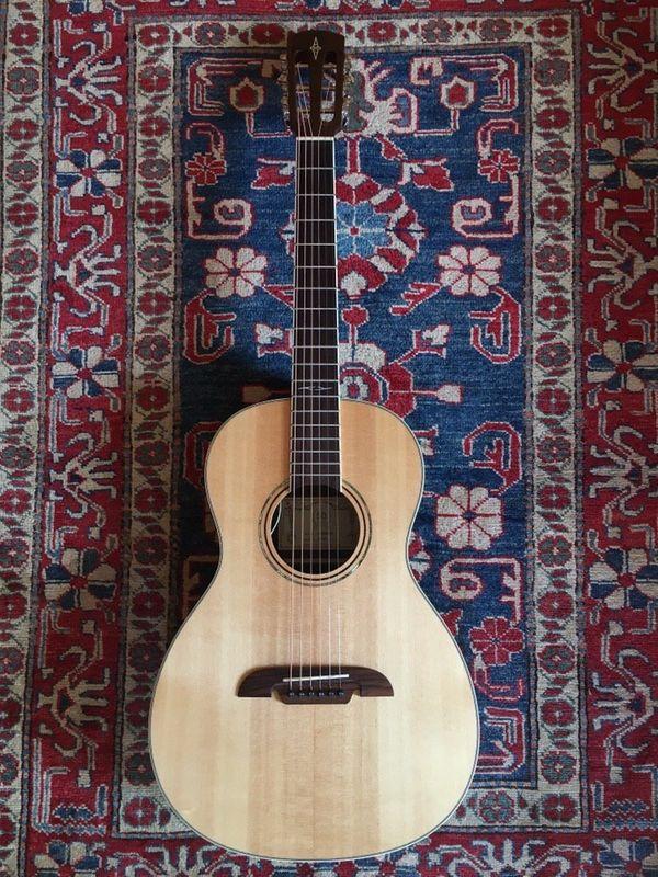 Parlor Gitarre Westerngitarre Alvarez AP70-E