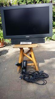 preiswertes Fernsehgerät Medion mit Wandhalterung