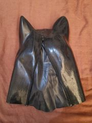 Hundemaske aus Latex
