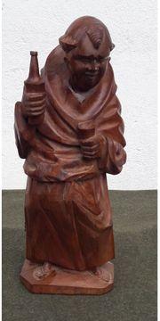 Holzfigur Mönch mit Weinflasche und
