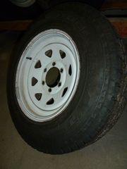 Reifen mit Felgen von Nissan