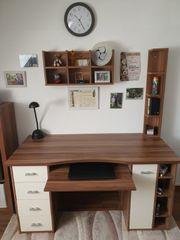 Schreibtisch inkl passenden Regalen