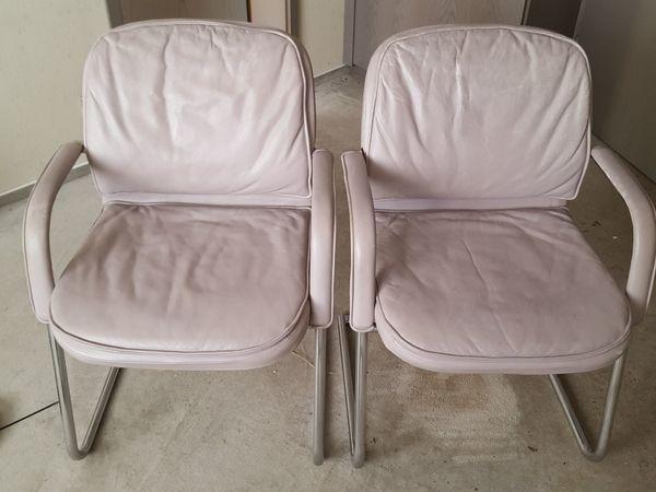 2 Freischwinger Bürostühle