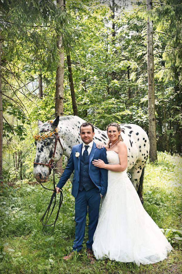 Brautkleid mit Schnürung und Schleppe