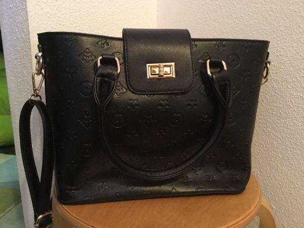 Tasche schwarz kommt einem bekannten
