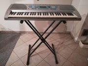 Keyboard mit Ständer