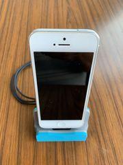 iPhone 5s Apple mit Ladestation