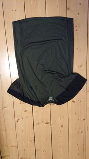 Verkaufe Sportshirt in kaki schwarz