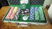 Alu-Koffer mit Pokerkarten und Chips