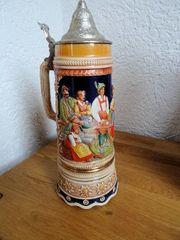 Keramikkrug mit Zinndeckel