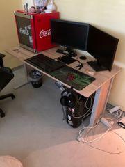 Schreibtisch ohne Zubehör