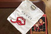 Ein neues GG Gucci T-Shirt