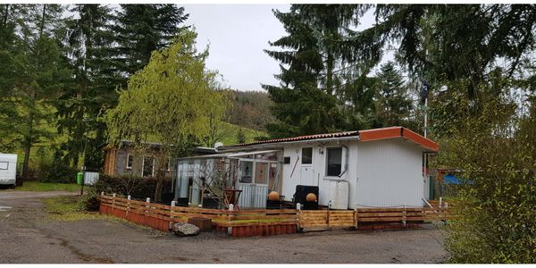Mobilheim mit Wintergarten im Campingplatz