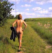 Ich gehe gerne nackt wandern