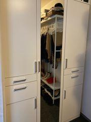 Weiße Kleiderschrank