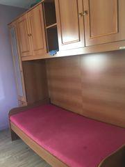 Kinderzimmer mit Bett und Matratze