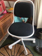 verschenke Schreibtisch Sessel Stuhl Kinder
