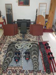 Hantelbank und Hantelstation Gewichte aus