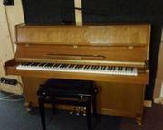Klavier - Marke Clifton - aus Musikschule -