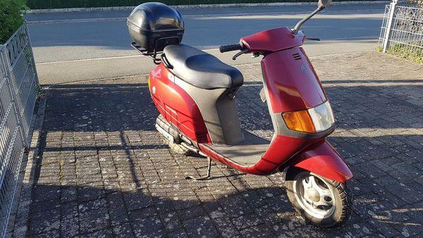 Roller Piaggio Vespa Kleinkraftrad bis