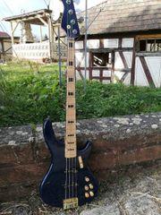 Bassgitarre - Einzelstück mit Reversed Headstock