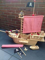 Schiff aus Holz