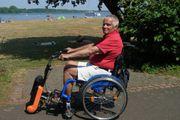 Rollstuhl mit montierbarem Elektro-Antrieb