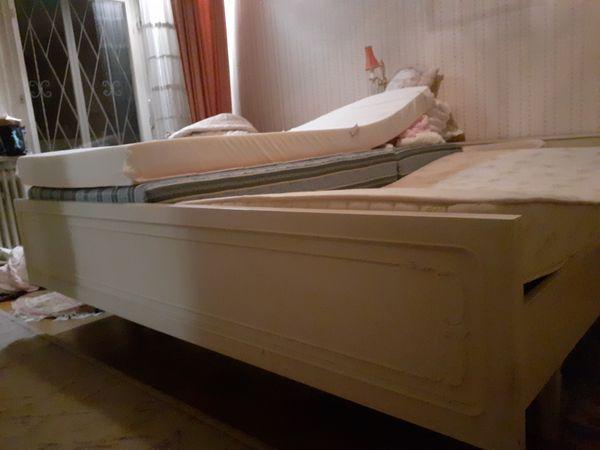 Doppelbett passend zum Schrank Nachtkästchen