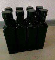 10 leere Flaschen mit Schraubverschluss
