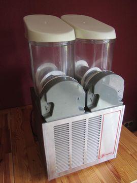 Slushmaschine Ugolini 2x 10 Liter: Kleinanzeigen aus Kotzenbüll - Rubrik Gastronomie, Ladeneinrichtung