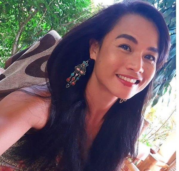 Sexy femininer Thai Ladyboy Pin bietet Massage und mehr in
