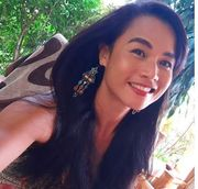 Sexy femininer Thai Ladyboy Pin