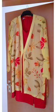 Rotes Kleid mit Blusenjacke