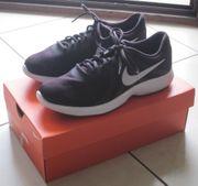 Gr 42 10 Sport-Schuh schwarz