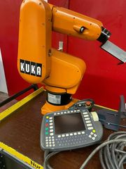 Roboter KUKA KR3 mit Steuerung