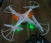 Drohne mit Kamera und Zubehör