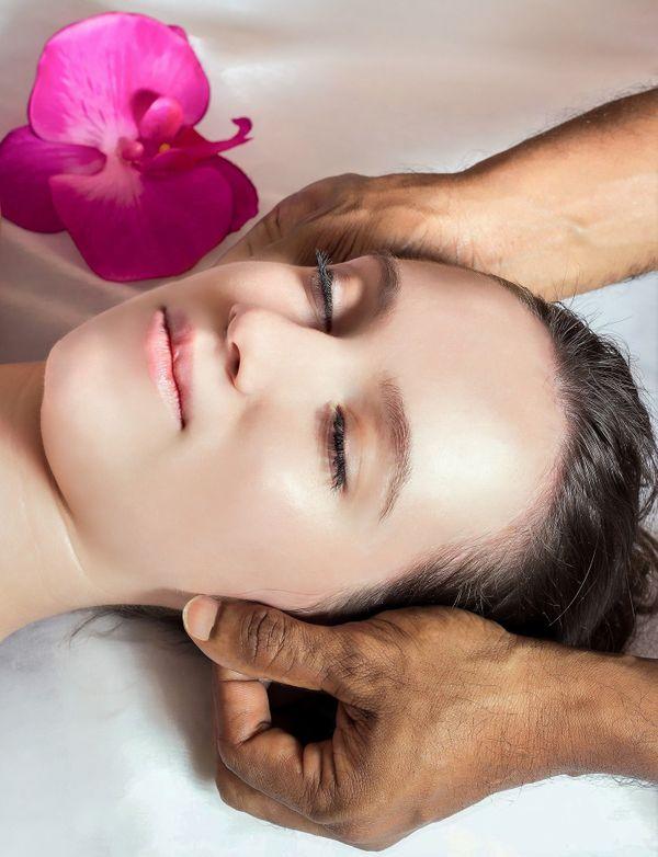 Hawaiianische Lomi Lomi Massage Bewegende