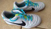 Nike Tiempo Hallenschuhe Gr 35