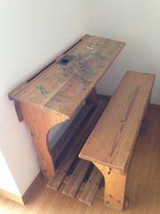 Alte nostalgische Schulbank 2-Sitzer