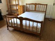 Gebrauchtes Schreinerbett aus Massivholz