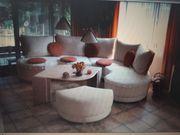 Ratancouch mit Tisch