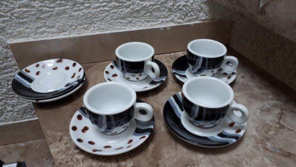 Verkaufe 4 Espressotassen mit Untersetzter